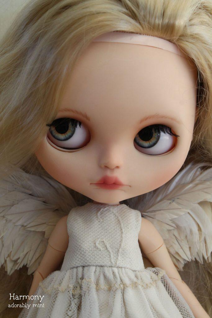 Angel Blythe - Harmonys hazel eyes